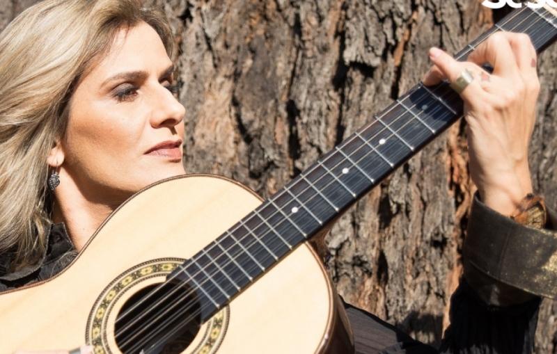 Violeira e compositora Adriana Farias se apresenta no SESC São Carlos