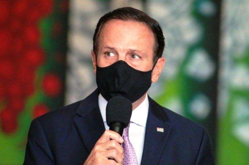 Doria diz que não deixará de usar máscara e que gesto é um exemplo à população