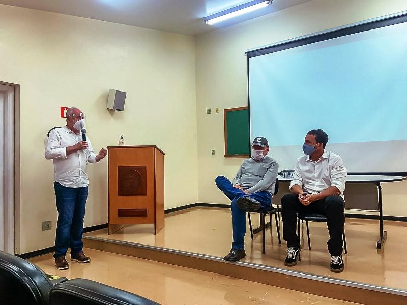 Airton Garcia participa de encontro na Santa Casa