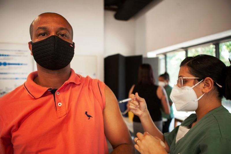 São Paulo mantém ritmo de vacinação contra Covid-19 superior a 500 mil doses por dia