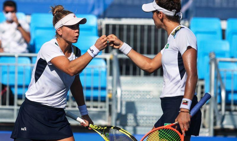 Stefani e Pigossi vencem EUA de virada e avançam às semifinais