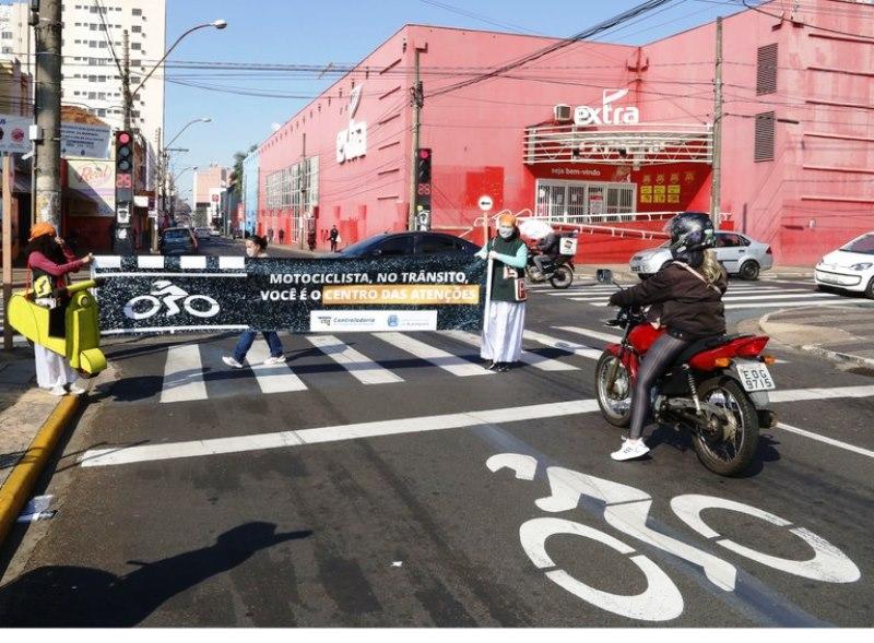 Campanha alerta motociclistas sobre respeito ao limite de velocidade e às leis de trânsito