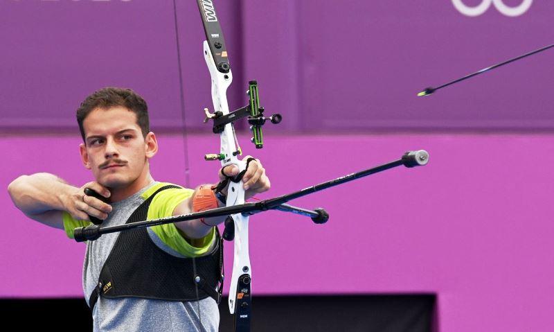 Marcus D'Almeida se despede da Olimpíada em 9º no tiro com arco
