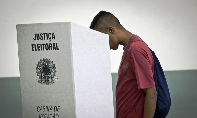 Barroso reafirma segurança de urnas eletrônicas durantes testes no Rio de Janeiro