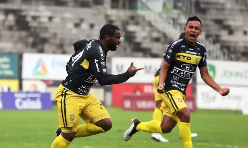 F.C. Cascavel supera Covid-19, bate Athletico e vai à final