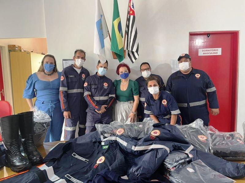 Profissionais do SAMU recebem novos uniformes