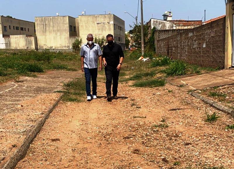 Lucão pede limpeza e projeto para rua do bairro