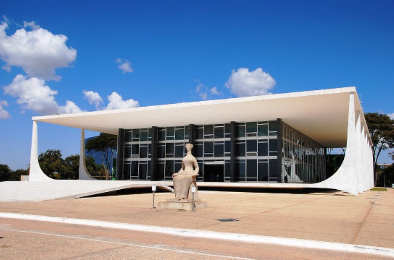 Pesquisa mostra população brasileira contrária a intervenções no STF