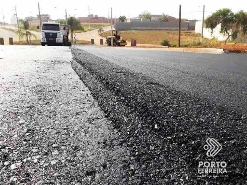Ponte sobre córrego Santa Rosa e anel viário começam a receber asfalto