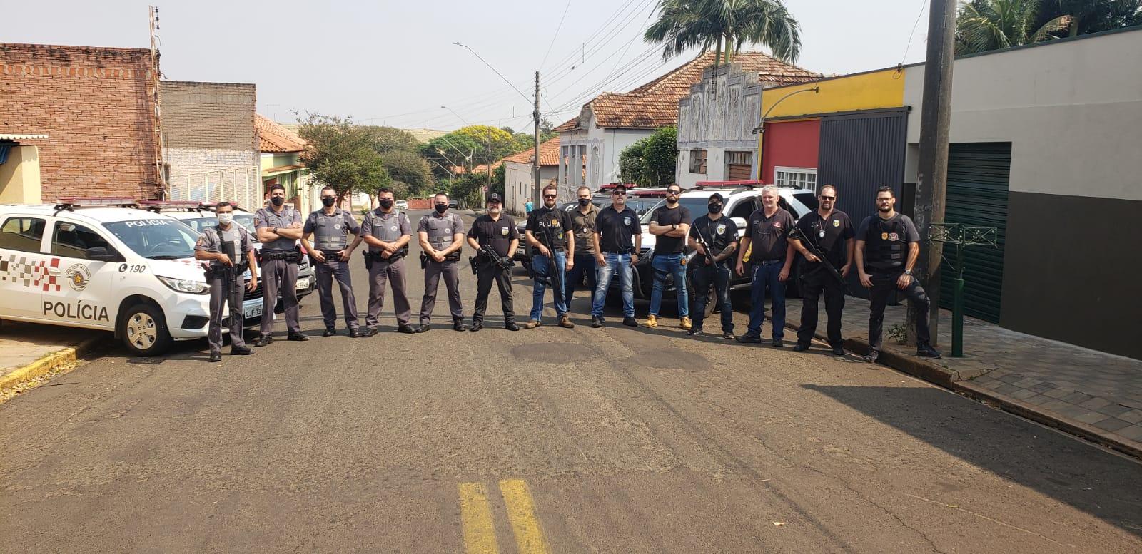 GOE e PM prendem vários por tráfico de drogas em Dourado