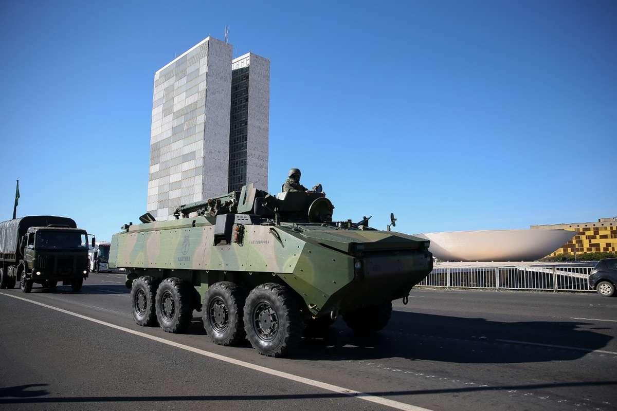 Operação com desfile de blindados custou R$ 3,7 mi