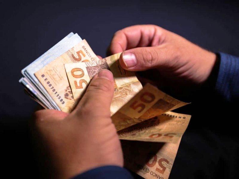 Auxílio Brasil deve ser de R$ 300 por mês e atingir 17 milhões de pessoas