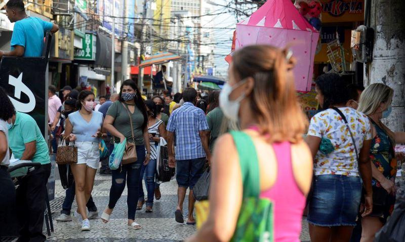 Duque de Caxias flexibiliza uso de máscara contra covid-19