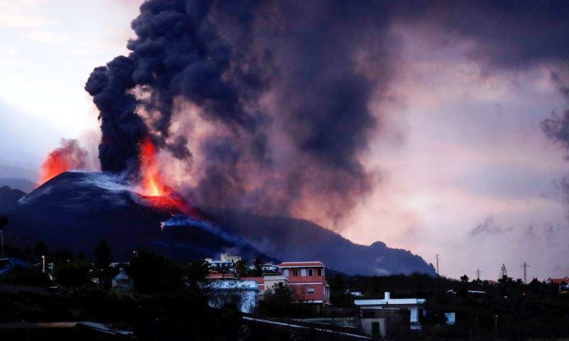 Vulcão não dá sinais de abrandamento
