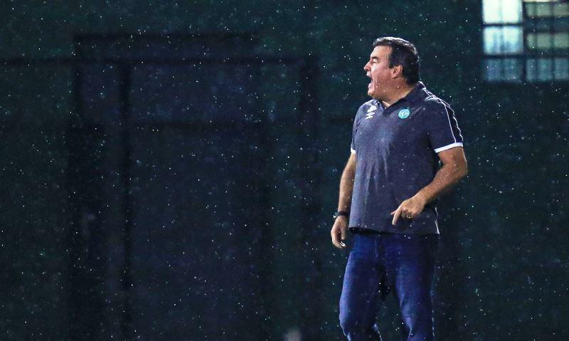 Chapecoense anuncia saída do técnico Pintado