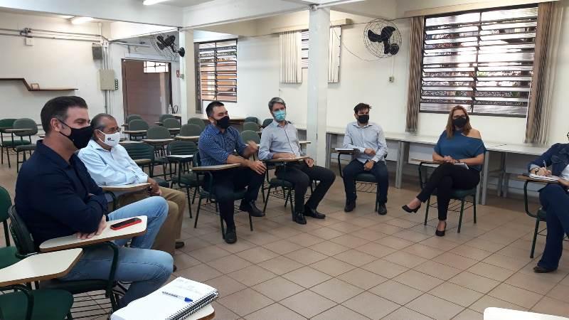 Tiago Parelli participa de reunião sobre projeto ambiental