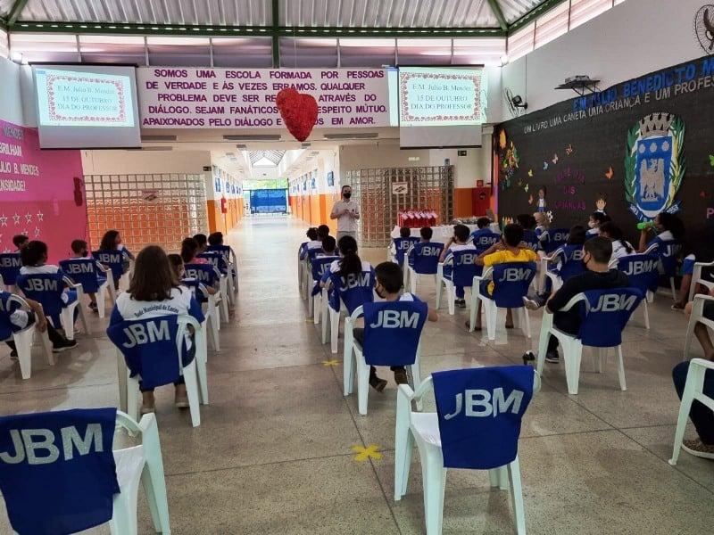 Escola Julio B. Mendes realiza linda homenagem aos professores