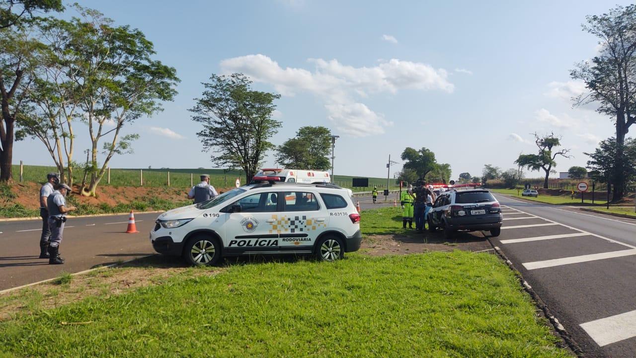 Homem morre atropelado por caminhão na SP-255