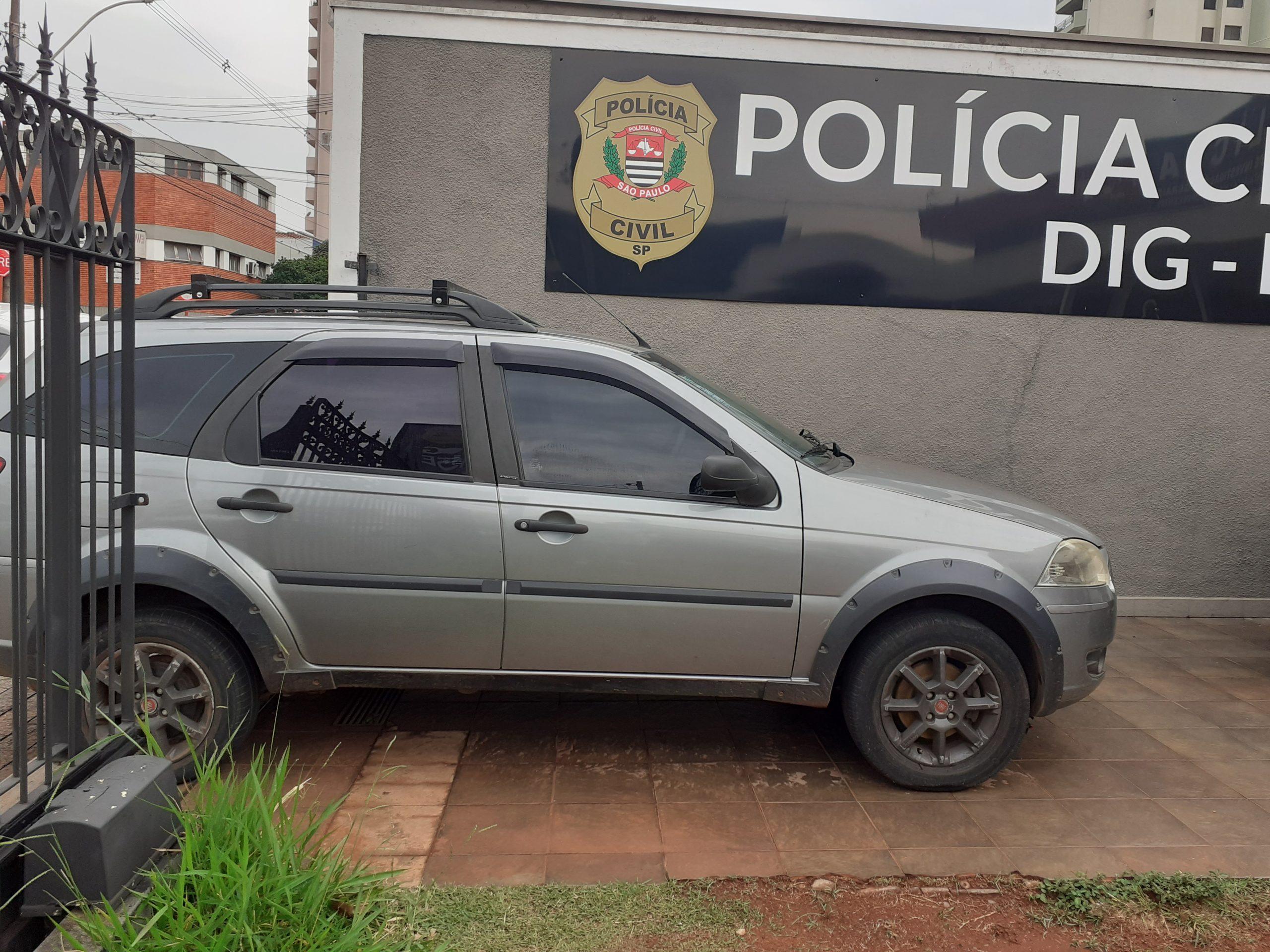 Polícia Civil recupera carro roubado e prende receptador